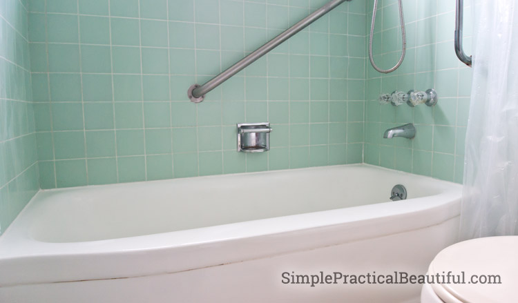 Refinishing a colored bathtub