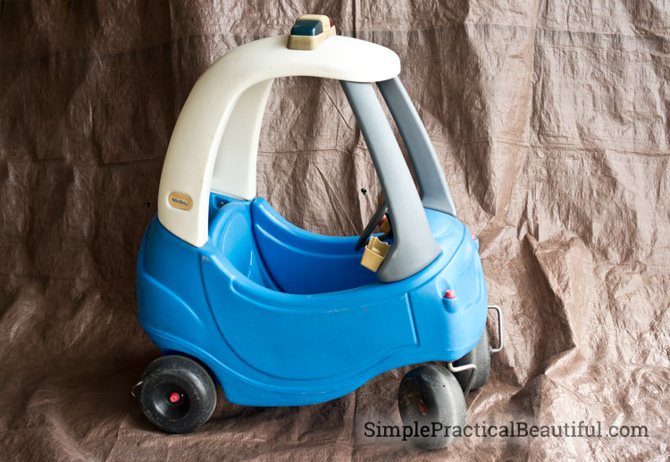 See how to upcycle an old little tikes car