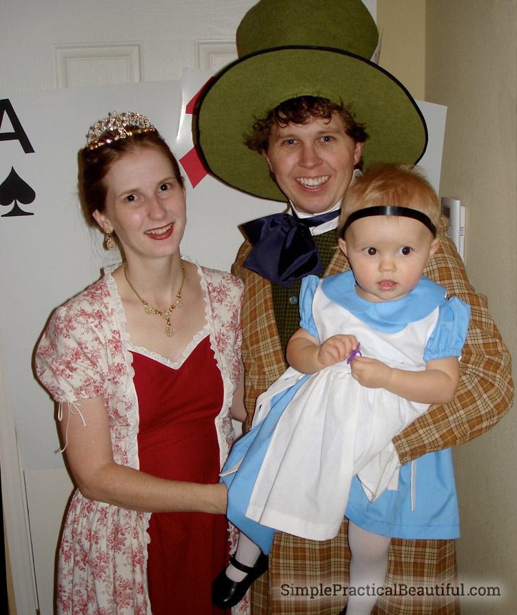 family-alice-in-wonderland-costume