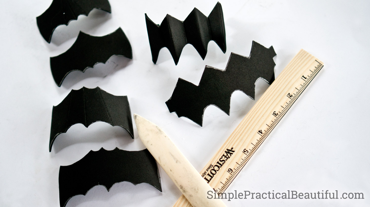 Free template or pattern parts for foam gauntlets