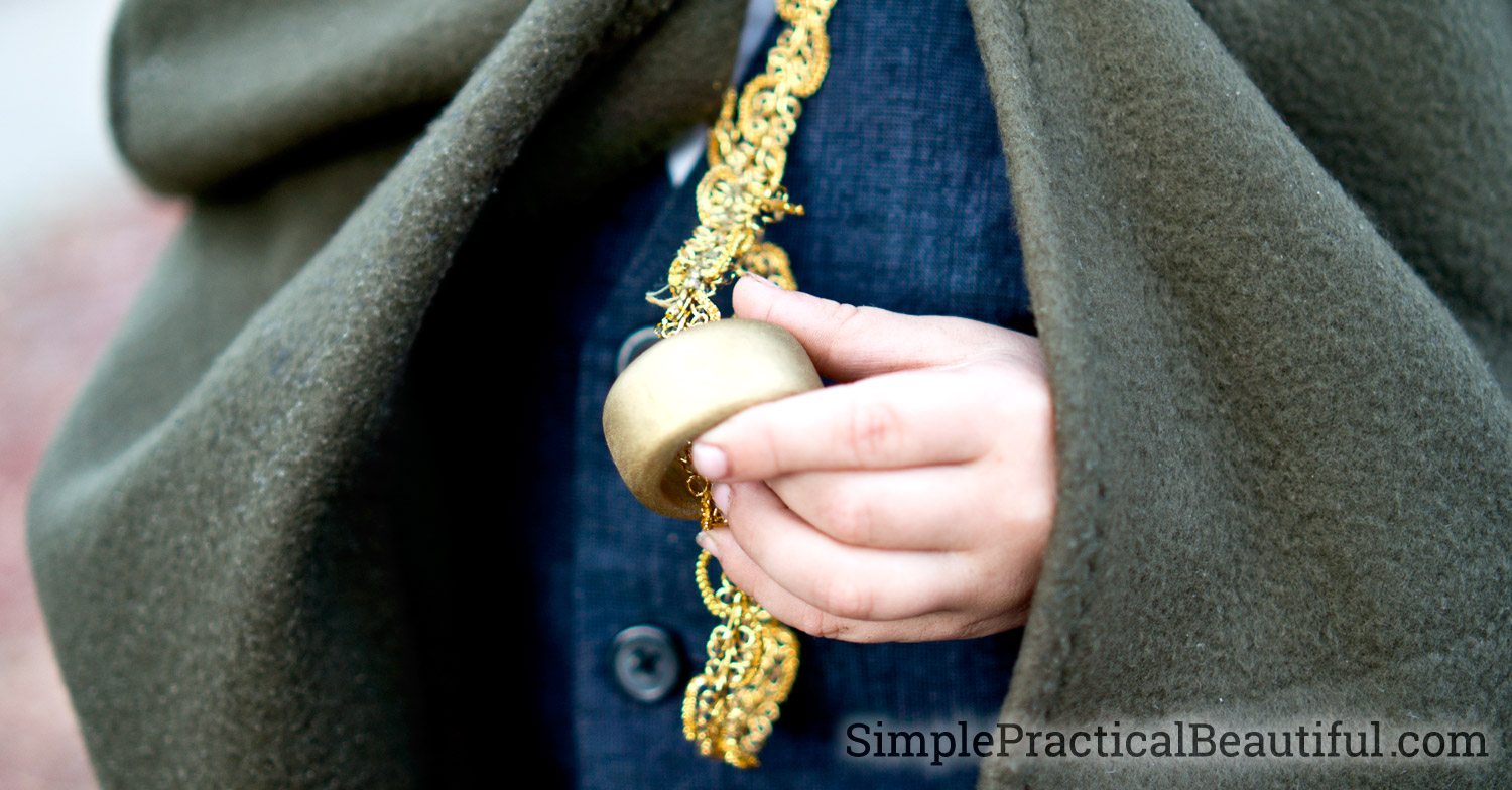 How to make an oversized ring from a wooden dowel