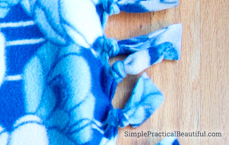 How to make simple fleece blankets