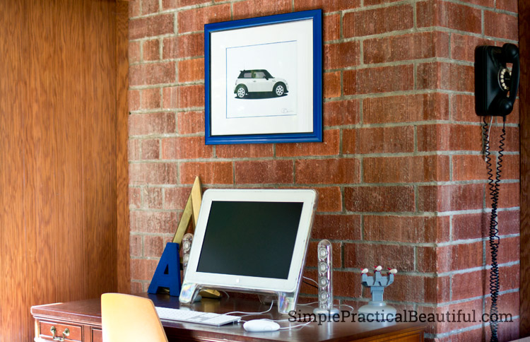 desk-with-car-art