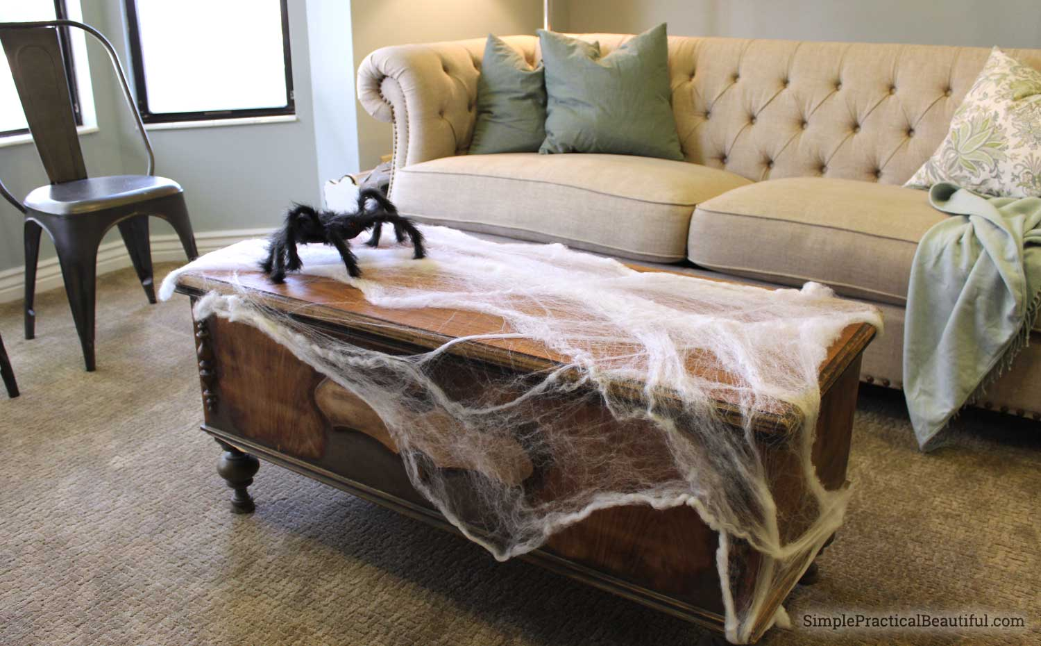 Tips and ideas for classy, elegant, and spooky Halloween decor and decorations