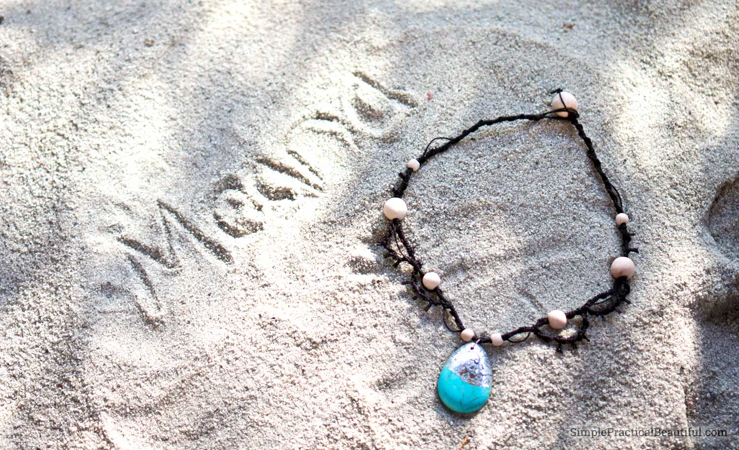 How to make Moana's necklace with hemp, and how to make a charm that looks like Moana's locket. DIY jewelry and a gift idea.
