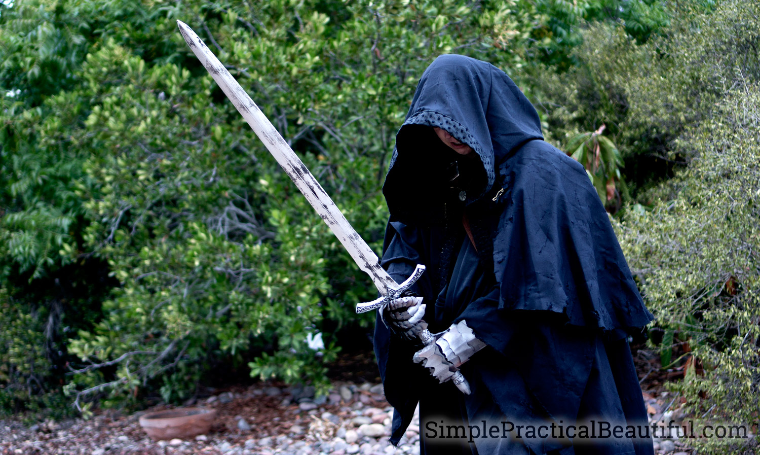 DIY Nazgul costume for Halloween or Cosplay with foam gauntlets