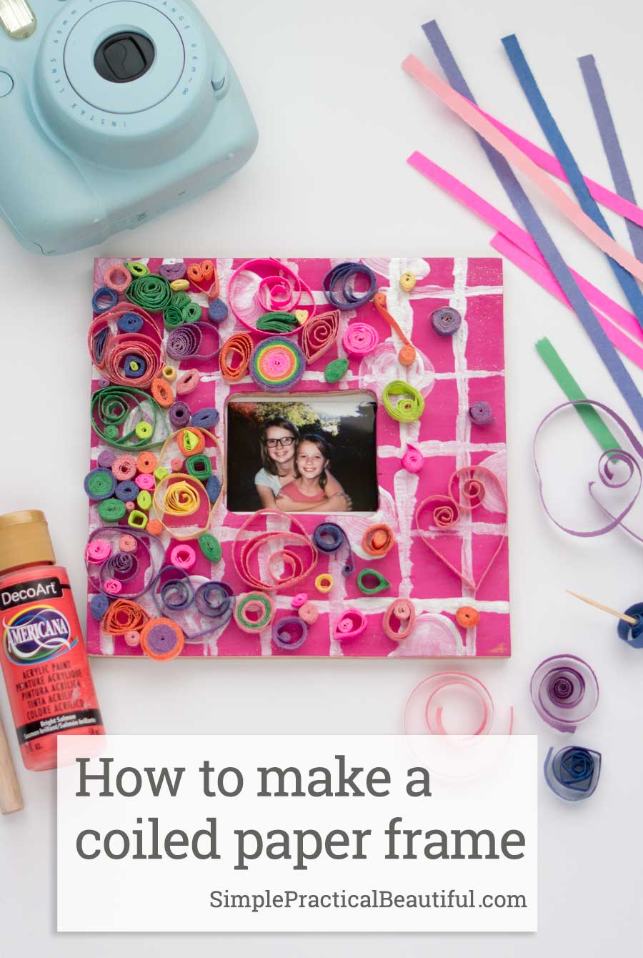 How to make a curled paper frame with coiled paper to make quilling designs perfect for a DIY Instax photo frame