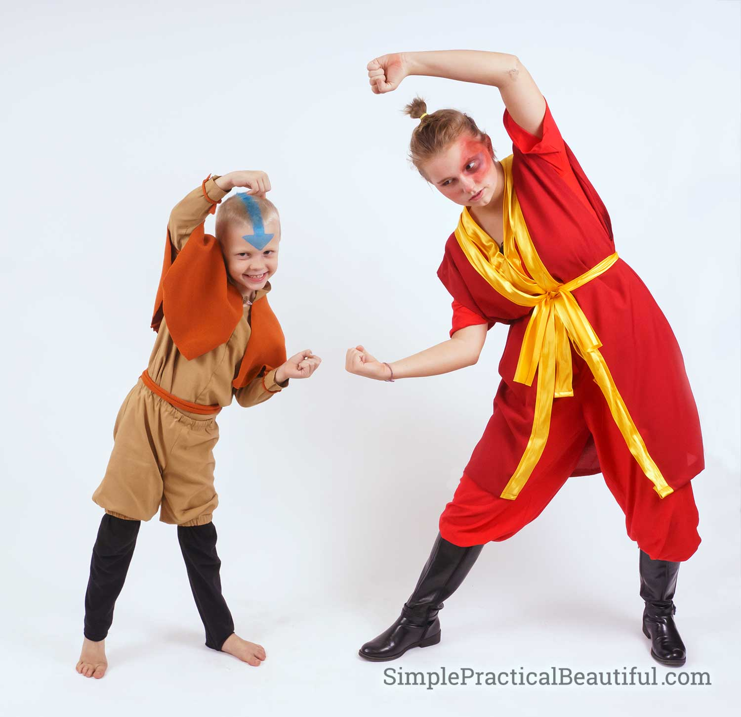 Cosplay of Aang and Zuka performing the Dragon Dance